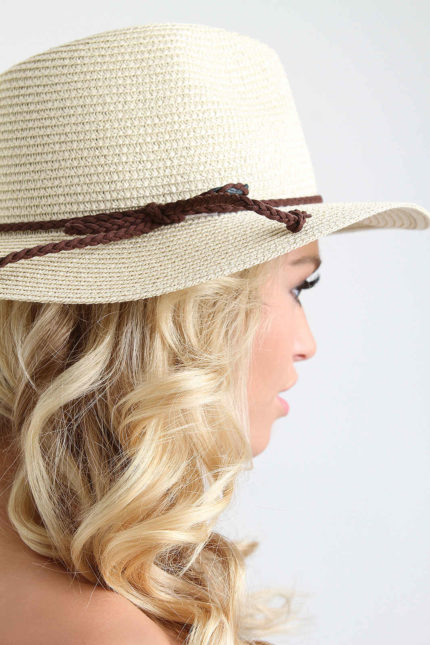 How Do Hats Add a Touch of Style to Any Woman's Look?